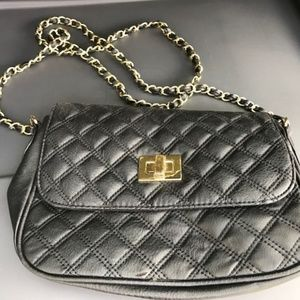 Adorable black and gold crossbody bag!